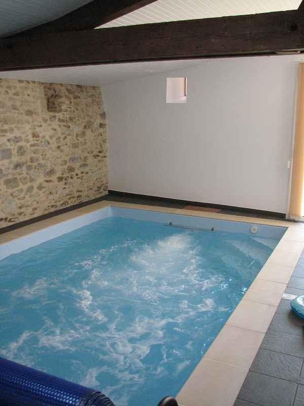 Location g te piscine int rieure vend e chauff e et priv e for Piscine pour nager