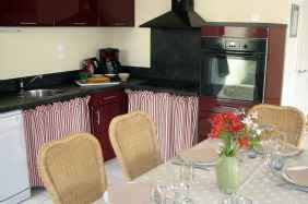 Location vacances en gîte rural vendée, la cuisine et la table