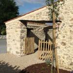 Location vacances et séjour en gîte Vendée, l'entrée du patio vers le gîte