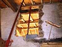 travaux de l'ancienne grange, ouverture dans le mur