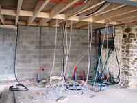 travaux de l'ancienne grange: gaines électriques de l'étage