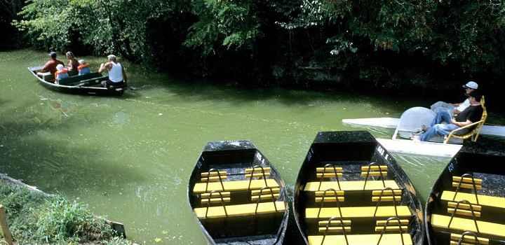 Location vacances en Vendée et tourisme détente en promenade en barque