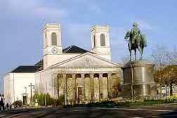 Maison de vacances avec piscine couverte à La Roche sur Yon et sa place Napoléon