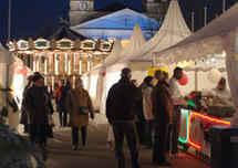 vacances en hiver et marché de Noël avec les exposants